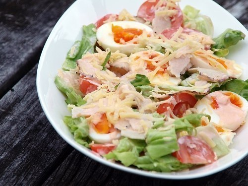 Салат с куриным филе сыром яйцами