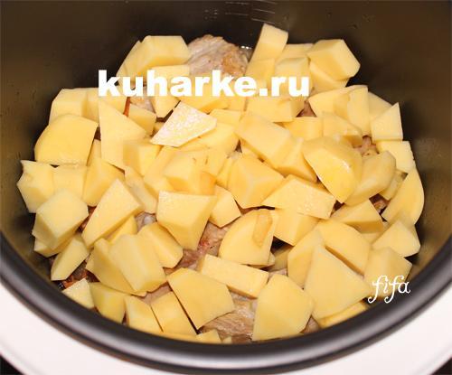 тушеные свиные ребрышки с картофелем в мультиварке